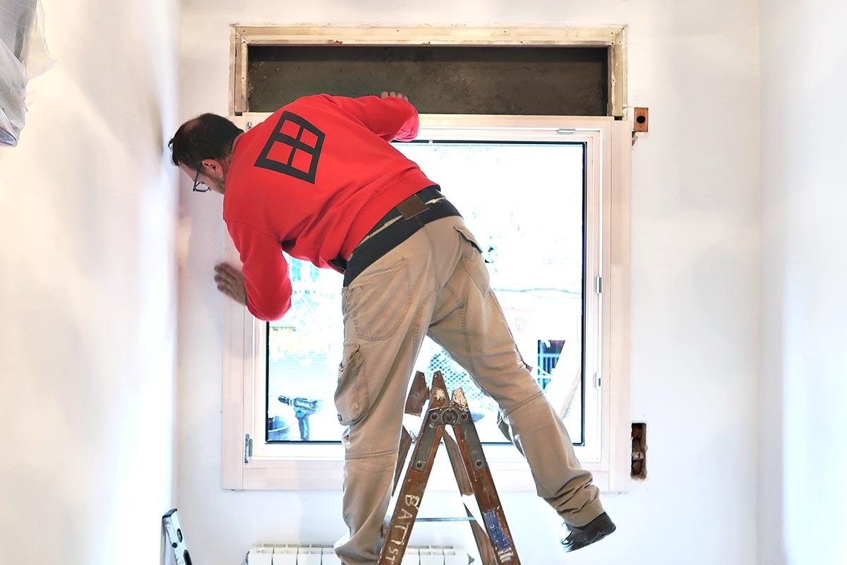 colocación de ventana de madera y aluminio (ventana mixta) en un una reforma de piso en Cornellà de Llobregat - Carreté Finestres