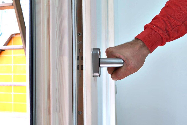 ventana de calidad de madera y aluminio en Cornellà de Llobregat - Carreté Finestres
