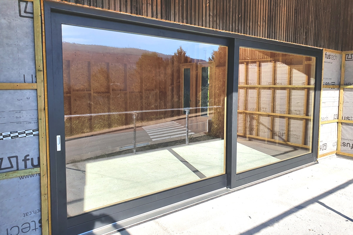 ventanas mixtas de madera y alumino en Llorà (Girona) - ventana corredera de gran formato - Carreté Finestres
