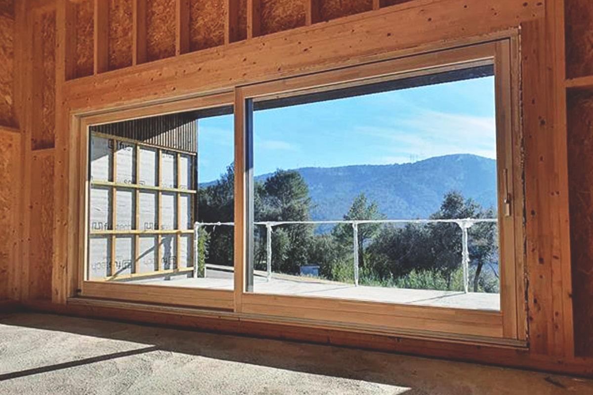 ventanas mixtas de madera y alumino en Llorà (Girona) - Carreté Finestres