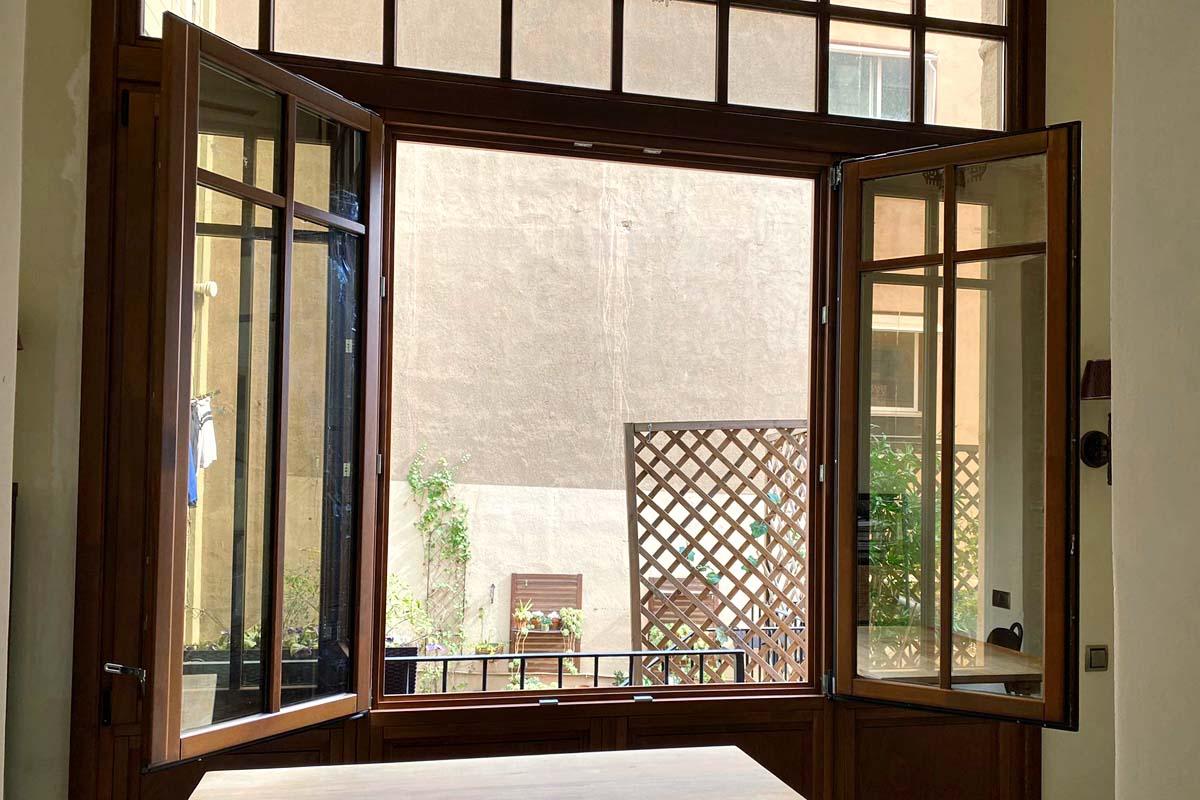 carrete finestres de fusta eixample barcelona interior illa 2